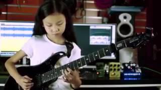 Cô bé chơi guitar hay nhất mọi thời đại