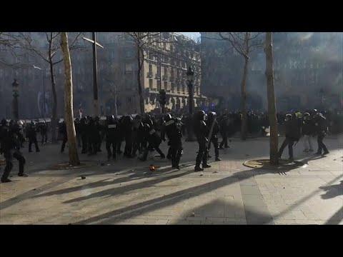 شاهد: مواجهات عنيفة بين الشرطة الفرنسية ومتظاهرين في العاصمة باريس…  - 23:53-2019 / 3 / 16