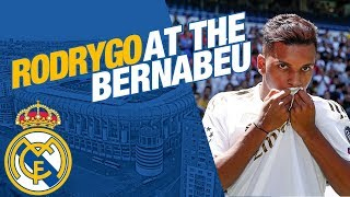 LIVE | Rodrygo takes to the Bernabéu pitch!