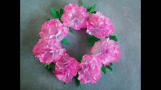 DIY Ostern - Bastelideen. Ein Kranz mit Papierblumen (Nelken) basteln. Türkranz selber machen