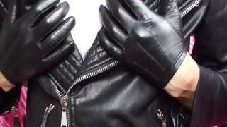 Tight leather gloves
