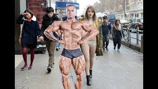 When People Can't Avoid From Staring Too Much at Bodybuilders !!
