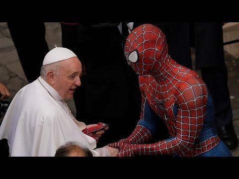 شاهد: -سبايدرمان- يلتقي البابا فرنسيس ويقدم له هدية خاصة في الفاتيكان…  - نشر قبل 23 ساعة