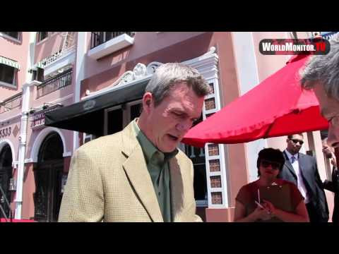 Neil Flynn signs autographs at Patricia Heaton Star Ceremony in Hollywood