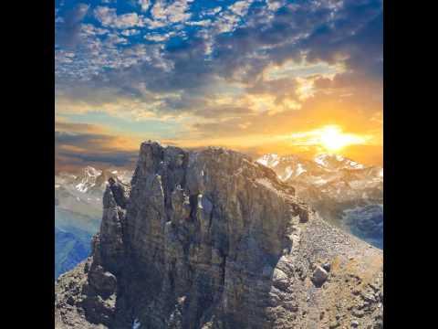 Dr. Steven Greer : UFO Moves THROUGH Mountain
