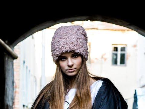 Вязание шапки из пряжи букле спицами