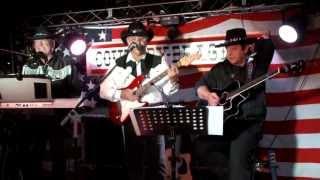 Sir Abi Ofairm singt 2013 spontan bei der Country-Band die zu seiner Charitynight