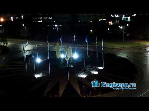 В сети появилось видео ДТП в Кингисеппе с веб-камеры: водитель едет прямо на кольце. KINGISEPP.RU