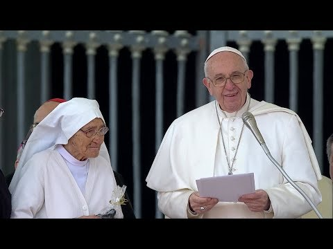 "Pope Francis pays homage to a missionary he met in Africa: missionaries ""don't make news"""