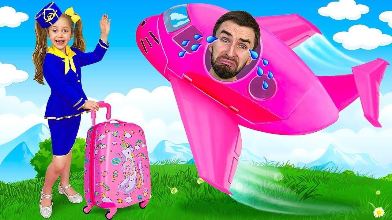 Anita finge ser azafata en avión de juguete y se va de viaje con su papá