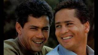 Leandro e  Leonardo:  Golpes y Besos