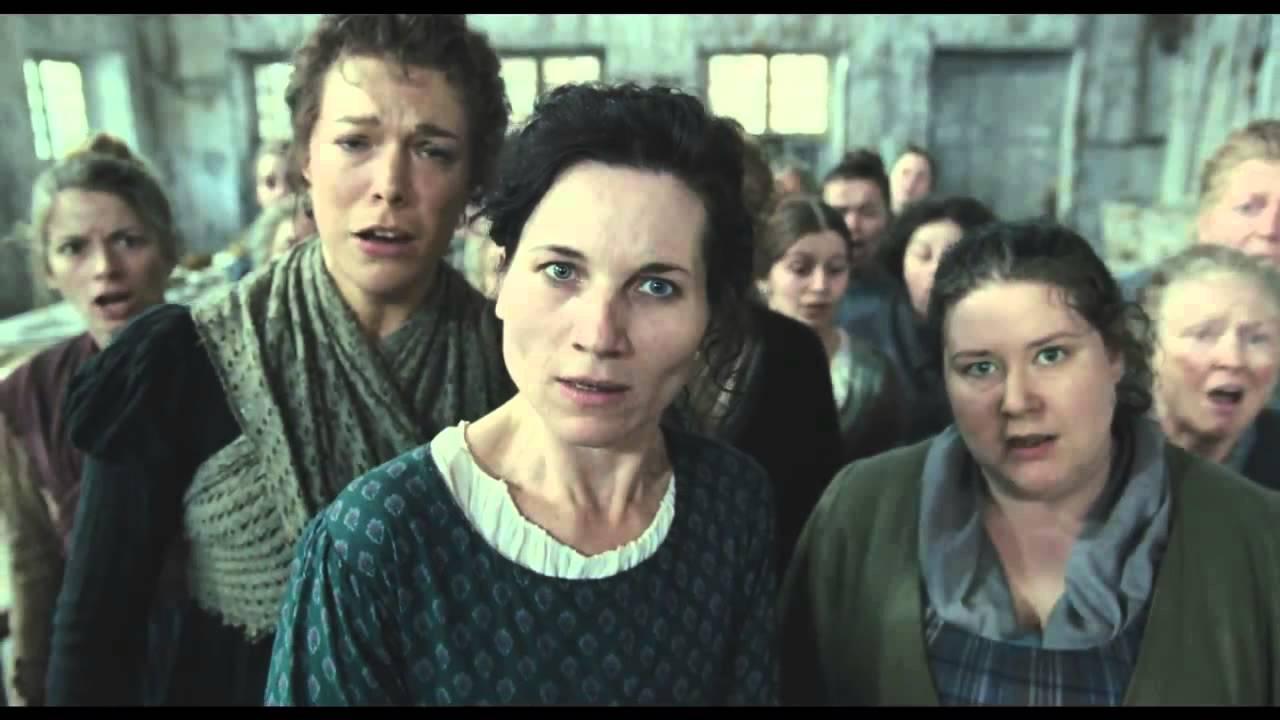 レ・ミゼラブル2012映画の工場で働く女の画像