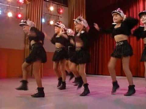 Jodie Sweetin dancing in Full House (Stephanie 'Steph' Judith Tanner)