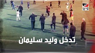 وليد سليمان يهدئ إسلام جمال أثناء انفعاله عقب فوز الأهلي على طلائع الجيش