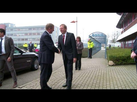 Irish prime minister visits ESTEC