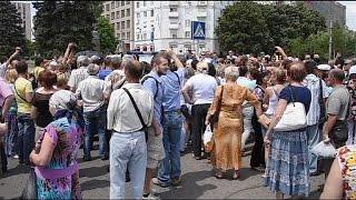 غضب أهالي دونتسك بسبب استمرار المعارك   16-6-2015
