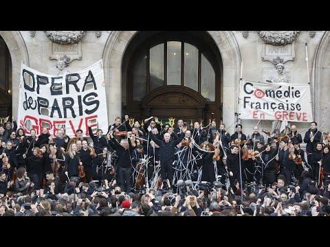 شاهد: موسيقيو أوبرا باريس يحتجون ضد إصلاح نظام التقاعد بالغناء في الهواء الطلق…  - 08:59-2020 / 1 / 19