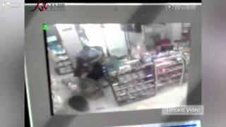 LiveLeak.com - Women stabbed as Police look on