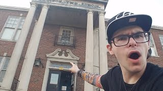 LIVE GHOST HUNT EVENT! Super Haunted School! [POASTTOWN] thumbnail