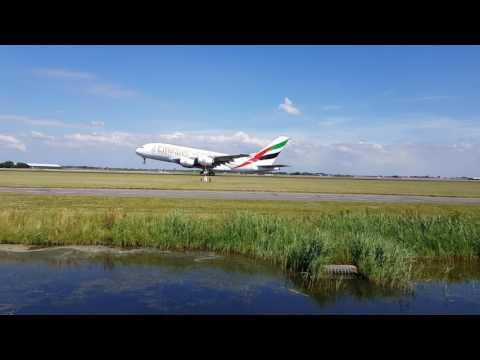 Emirates A380 op Schiphol 05-07-17