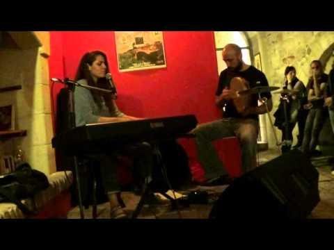 ENERI & ROBERTO CHIGA live Orwell Literary Pub 2015-05-06 Manduria (Taranto)