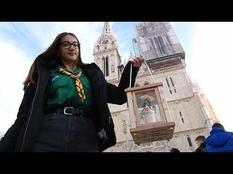 شاهد: نقل -ضوء السلام- من بيت لحم إلى كاتدرائية زغرب في كرواتيا…