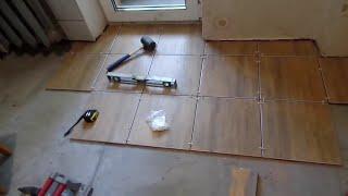 видео кладем плитку на пол