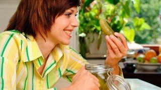 Всё о СОЛЁНЫХ ОГУРЦАХ - польза и вред(Многим из нас нравится этот овощ, и не только в свежем, но и в соленом виде. В чем же его польза? Наверное,..., 2016-12-22T08:35:16.000Z)