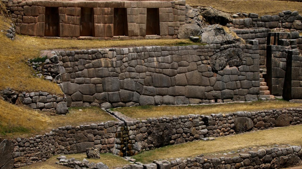 Cuzco: Pukapukara, Tambomachay and Q'enqo.