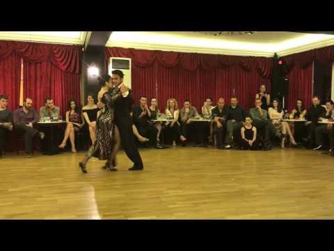 Alexander Moncada Rojas y Lía Selalmazidi bailan La Cachila en milonga El Cabeceó, Grecia