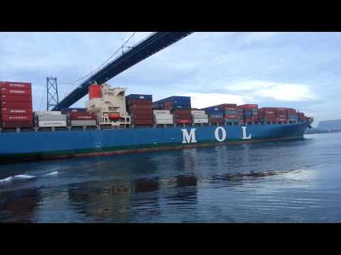 MOL MAESTRO Container ship entering Vancouver harbour
