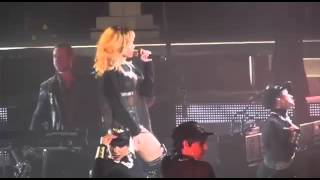 Rihanna - Sexy Dance on Concerts Live Performance