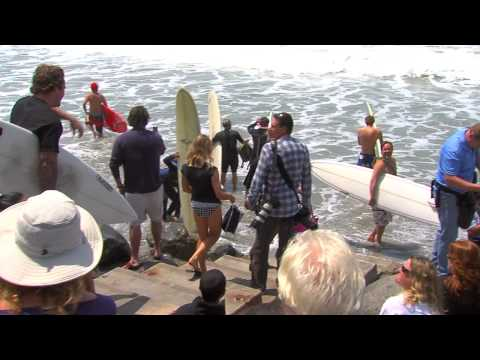 Surfers Honor Junior Seau @ Paddle-Out