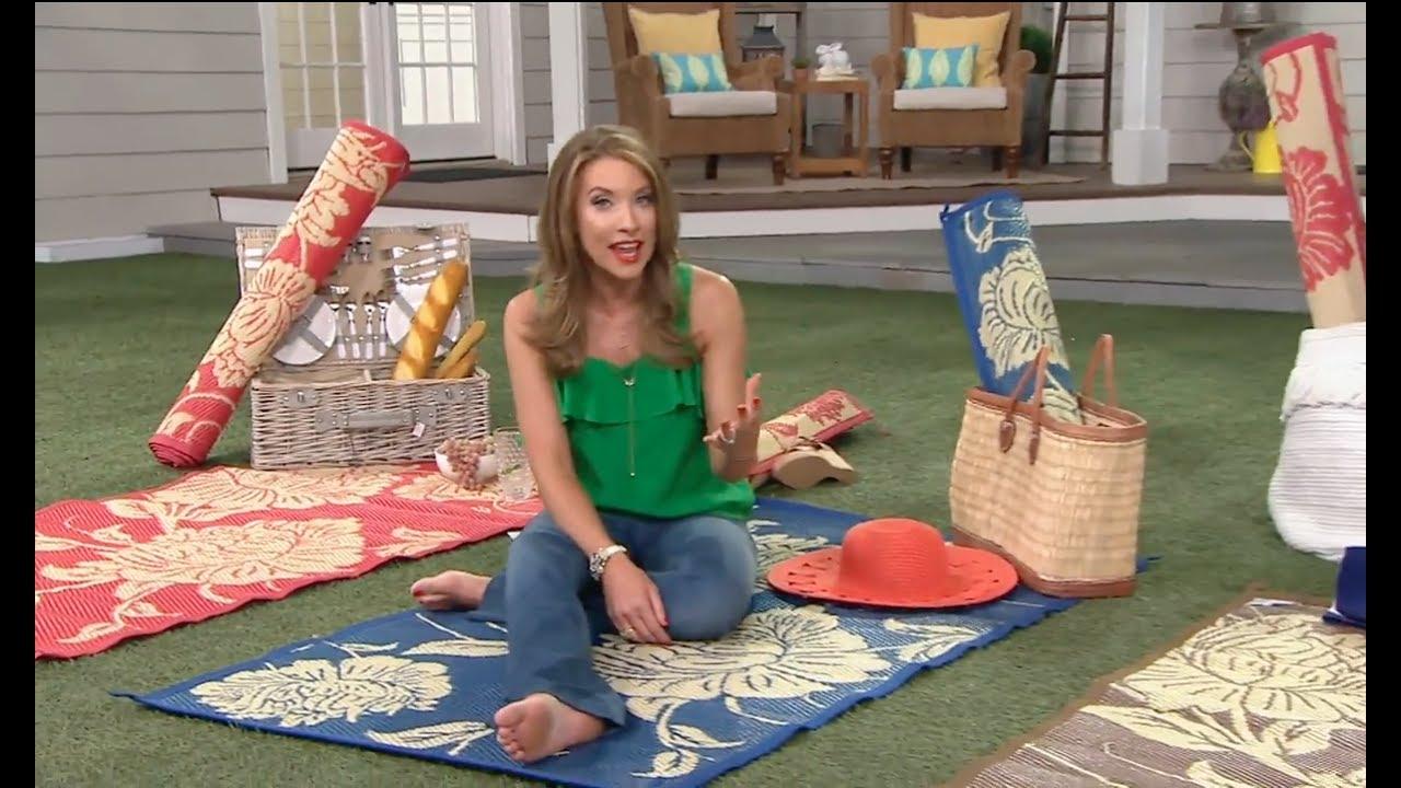 Courtney Cason Barefoot On A Beach Towel Youtube