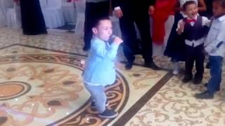 Парень спел на уйгурской свадьбе и зажёг весь зал !