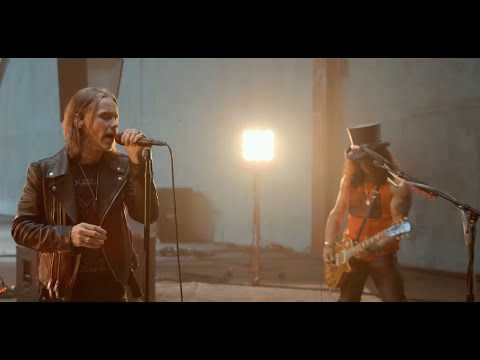 """Slash w/ Myles Kennedy tease new song """"The River Is Rising"""" off new album"""