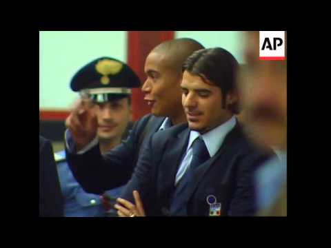 Italian team arrives home after Euro 2004 defeat
