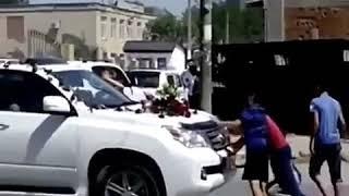 Джип переехал ребенка на свадьбе в Дагестане