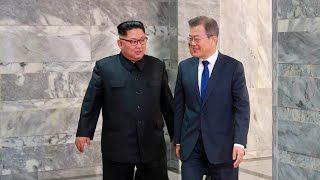 Video South Korean president arrives at Pyongyang airport download MP3, 3GP, MP4, WEBM, AVI, FLV September 2018