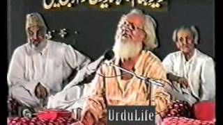 Adil Lakhnawi reciting his poetry in Karachi.