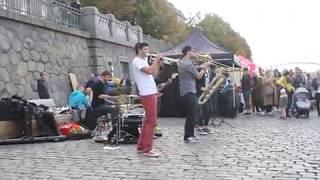 Брасс-бэнд на набережной, Прага, Наплавка