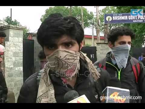 Forces thrash protesting polytechnic college students in Srinagar