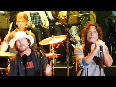 Chris Cornell & Eddie Vedder   HUNGER STRIKE   Temple of the Dog com