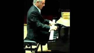 YouTube - Barenboim plays Mozart Sonata No.5 in G major K 283 I Allegro - (1_3).flv