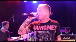 Corey Taylor's tribute to Weiland covers Sex Type Thing - Drugs found on Weiland's bus