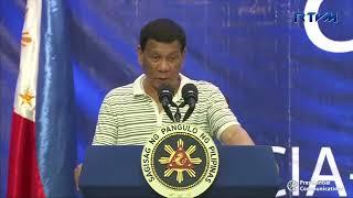 فيديو.. صرصور يتسلق كتف الرئيس الفلبيني.. ودوتيرتي: متأكد أنه من الحزب المعارض