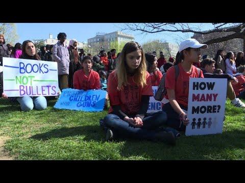 USA: les lycéens commémorent la tuerie de Columbine