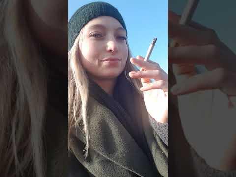 Hot sexy Smoking Girl Deutsche Raucherin Smoking Fetish