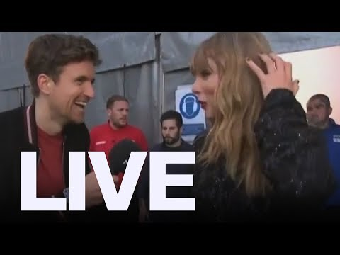 Taylor Swift Told To 'Have A Shower'| ET Canada LIVE