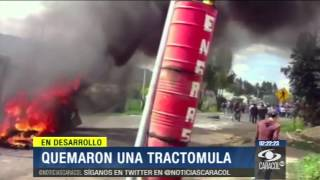 En medio de disturbios, queman tractomula en Ubaté